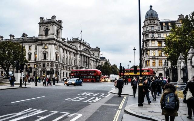 Reino Unido pedirá a migrantes hablar inglés y tener oferta laboral o académica - Reino Unido.