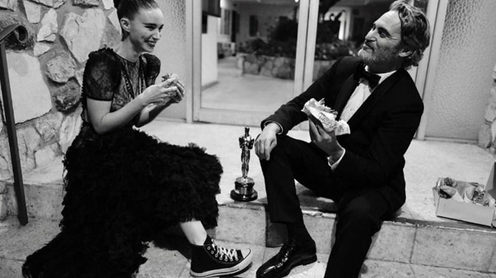 Joaquin Phoenix y Rooney Mara comen hamburguesas tras ceremonia del Óscar - Foto de Instagram Greg Williams