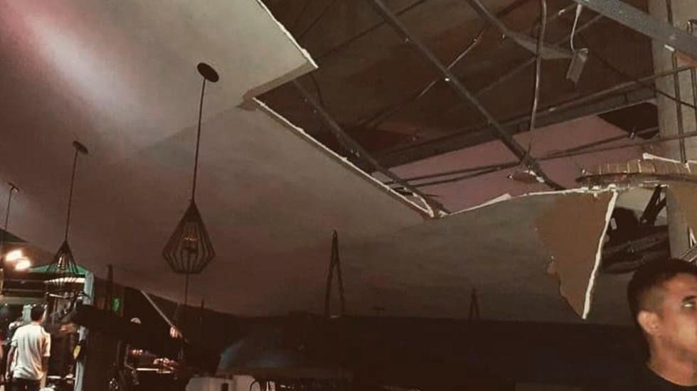 #Video Se desploma techo de bar en plaza de Hermosillo - Techo desplomado en bar de plaza comercial de Hermosillo. Foto de @MeganoticiasSon