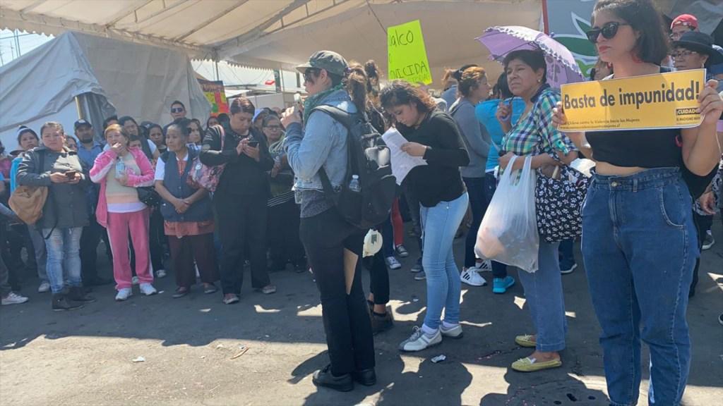 Por Fátima, padres de familia exigen justicia afuera de primaria Enrique Rebsamen en Tulyehualco - Manifestación de padres de familia en Tulyehualco. Foto Especial LDD.