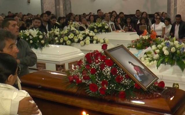 Familiares despiden a víctimas de ataque a negocio en Uruapan - Familiares despiden con misa de cuerpo presente a víctimas de ataque a negocio en Uruapan