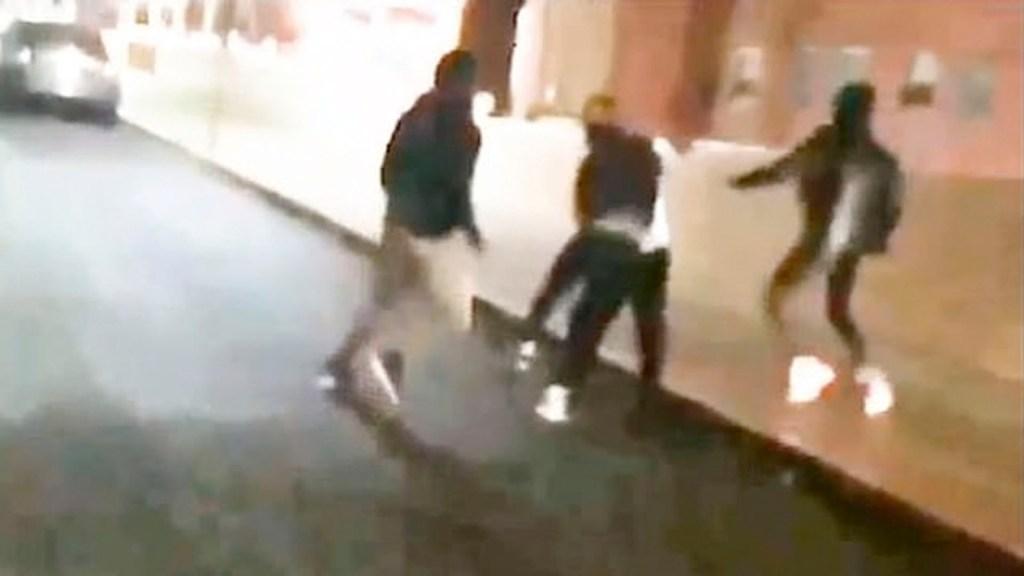 #Video Estudiantes golpean a entrenador de secundaria - #Video Estudiantes golpean a entrenador de secundaria