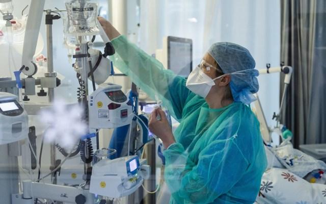 Eliminan el 'volado' de la Guía del Consejo de Salubridad General - Atención hospitalaria a persona con COVID-19. Foto de EFE