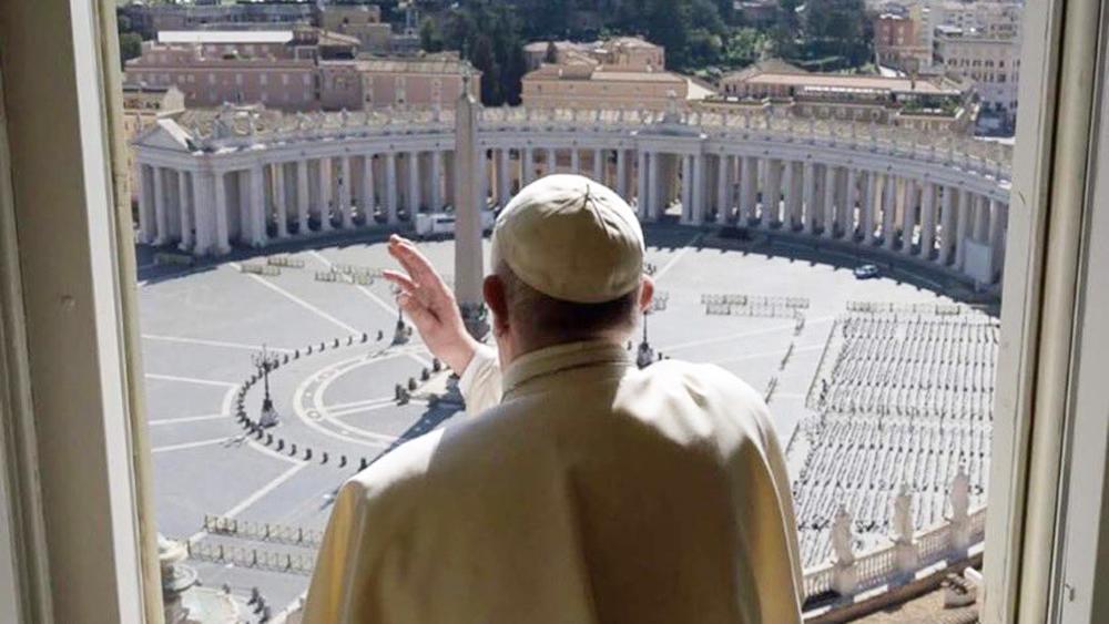 Por COVID-19, papa Francisco oficiará ritos de Semana Santa sin fieles - Bendición del papa Francisco con Plaza de San Pedro vacía. Foto de Vatican News