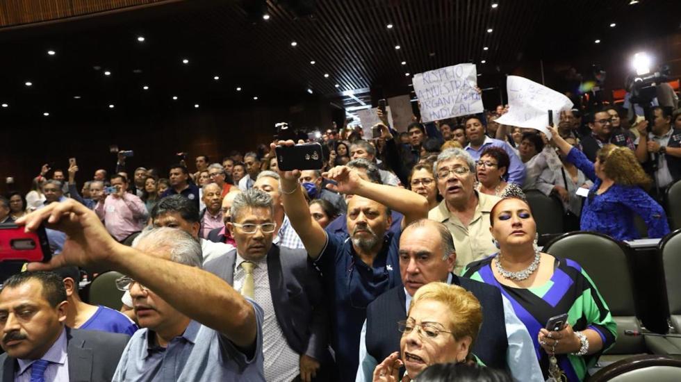 Trabajadores de la Cámara de Diputados irrumpen durante última sesión - Foto de @CanalCongreso