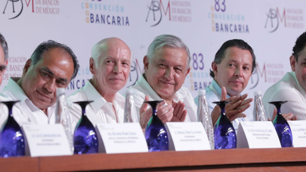Banca mexicana promete reducir un 92 por ciento el número de comisiones - Foto de LopezObrador.org.mx