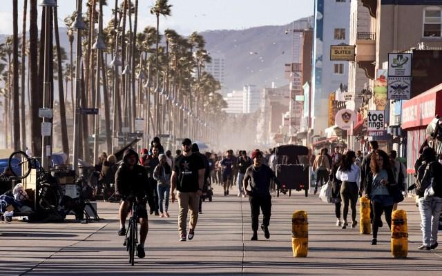 Ordenan a Los Ángeles, la segunda ciudad con más mexicanos en el mundo, aislamiento por COVID-19 - Coronavirus COVID-19 México hospital