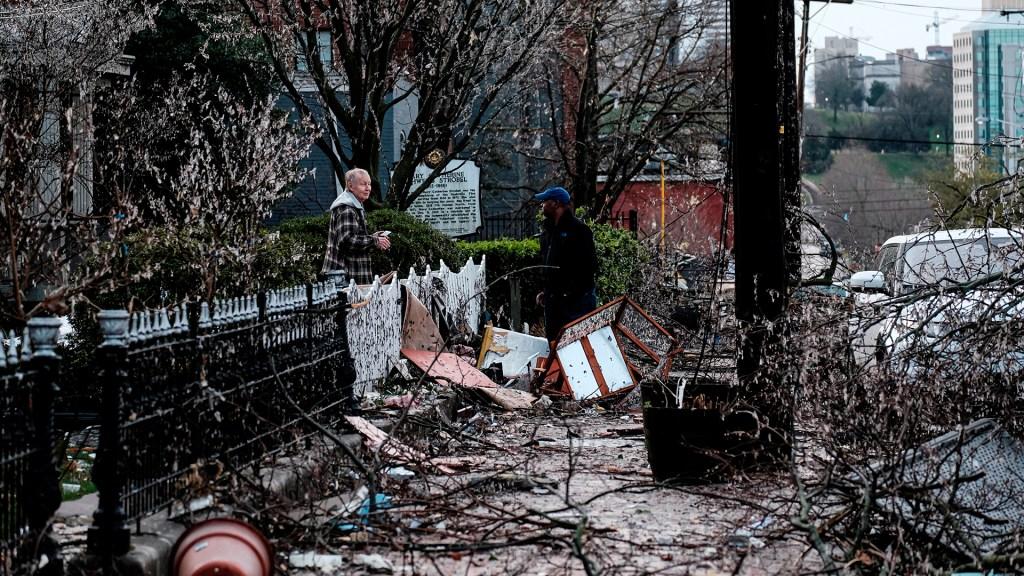 Aumenta a 25 cifra de muertos por tornado en Tennessee - Daños por tornado en Nashville. Foto de EFE