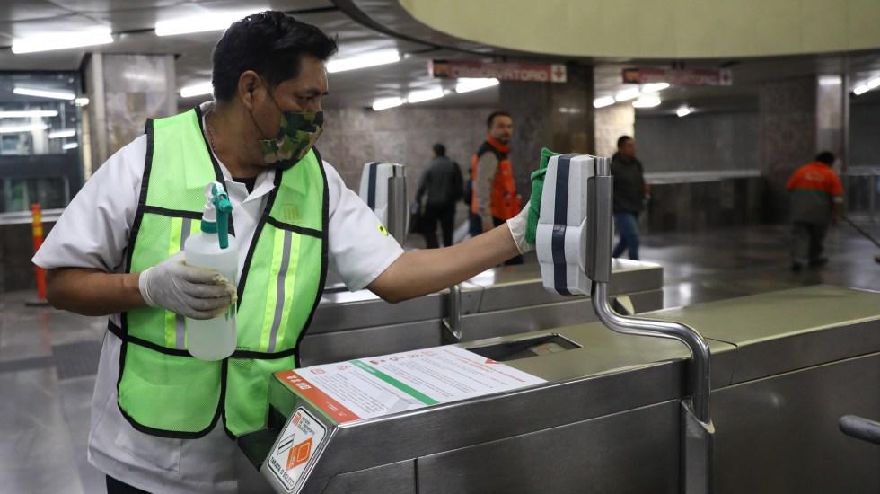 OMS dice que México va un paso adelante contra COVID-19 frente a otros países - Desinfección de instalaciones del Metro de la Ciudad de México contra el coronavirus. Foto de EFE