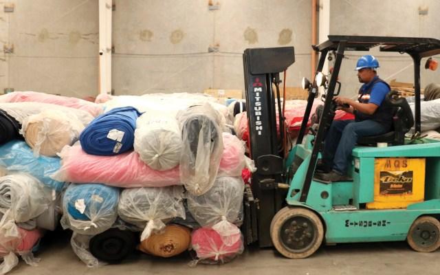 Indep dona 129 toneladas de tela para cobijas - Foto de Indep