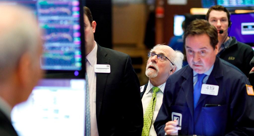 Dow Jones sube 4.89 % a espera de medidas en EE.UU. por COVID-19 - Al término de la sesión de este martes, el Dow Jones ganó 1.167,14 puntos, recuperando la mitad de lo perdido en el