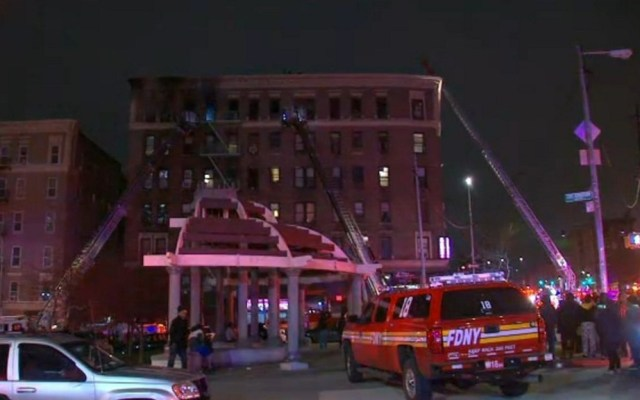 #Video Incendio en edificio del Bronx deja cuatro muertos - Edificio del Bronx tras fuerte incendio. Foto de @ABC7NY