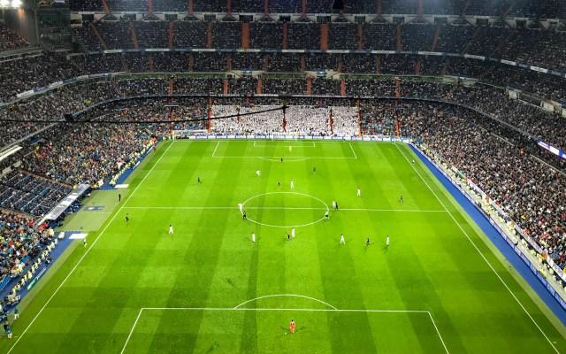 FIFA podría realizar cambios en formatos de competencias por COVID-19 - Estadio Santiago Bernabéu del Real Madrid. Foto de Ferdinand St'hr / Unsplash