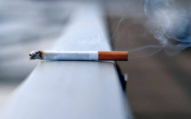 Fumadores contaminan el ambiente aunque no estén fumando - Foto de Andres Siimon @johnmcclane