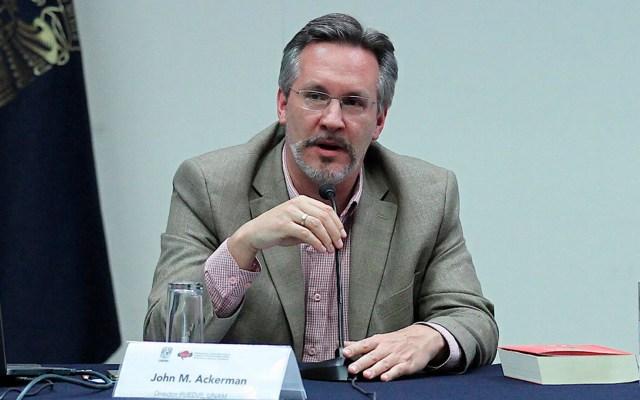 TEPJF ratifica designación de John Ackerman en Comité de Evaluación del INE - John Ackerman en conferencia en la UNAM. Foto de Notimex