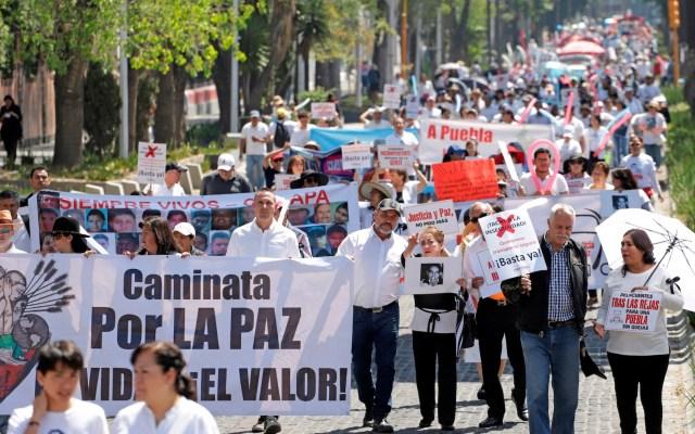 Familia LeBarón se une a marcha para exigir justicia por estudiantes asesinados - Foto de EFE