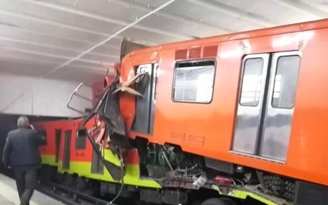 Identifican al pasajero que murió en choque de trenes en Tacubaya - El cuerpo sin vida de la víctima presentaba diversas lesiones visibles en el torso y cara; viajaba en el último vagón del tren que se deslizó en reversa