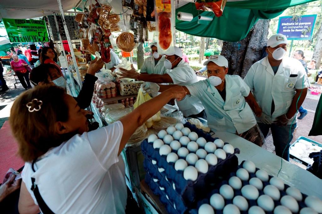 México pide a ciudadanos en el exterior regresar cuanto antes por COVID-19 - Foto de EFE