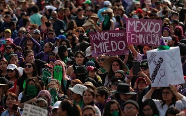 AMLO asegura que violencia contra las mujeres es incompatible con sus ideales - Foto de EFE