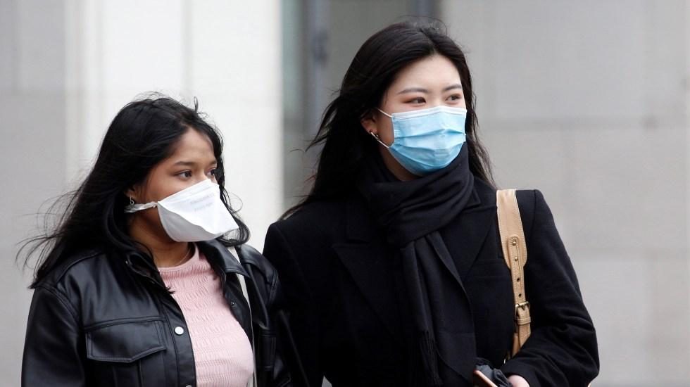 Trump planea declarar emergencia nacional por COVID-19, de acuerdo con Bloomberg - Mujeres con cubrebocas ante el temor de coronavirus