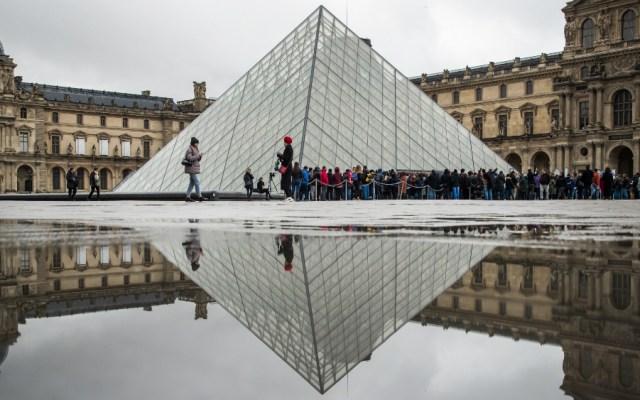 Reabre el Louvre con medidas de protección del personal ante el COVID-19 - Foto de EFE