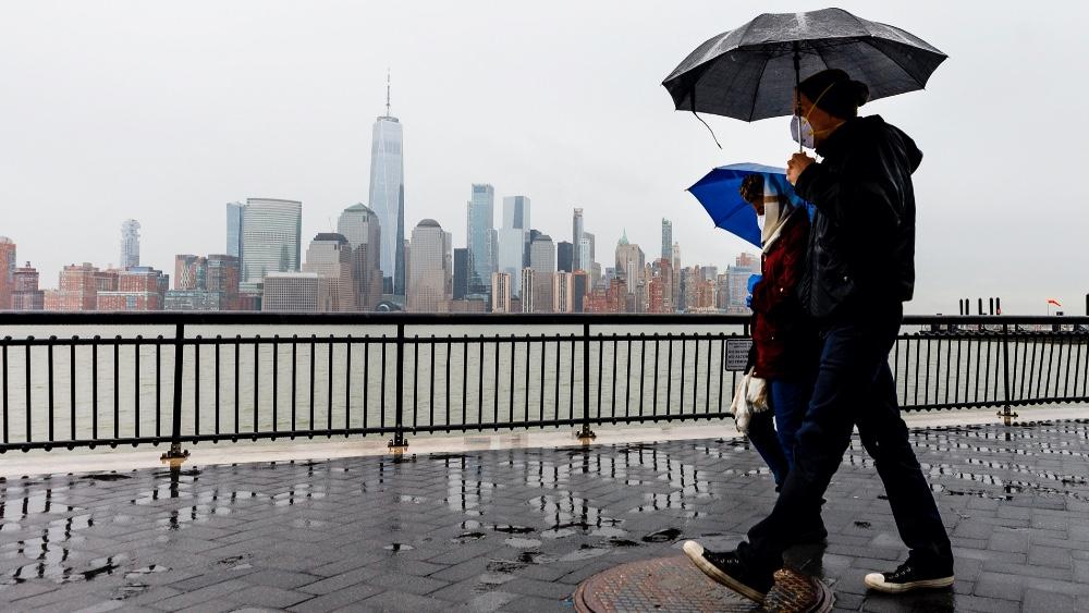 Trump finalmente no ve necesaria una cuarentena en Nueva York por COVID-19 - Foto de EFE