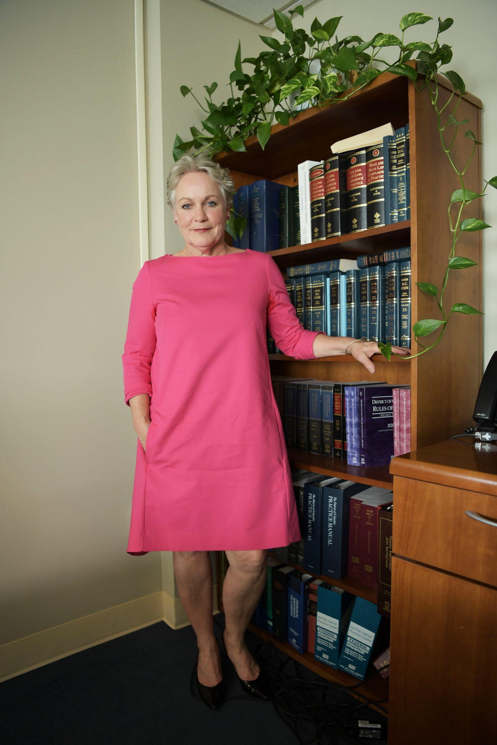 La mezzosoprano Patricia Wulf durante una entrevista con Efe en el bufete de los abogados Katz, Marshall & Bank en Washington, Estados Unidos. Foto de EFE/ Lenin Nolly.
