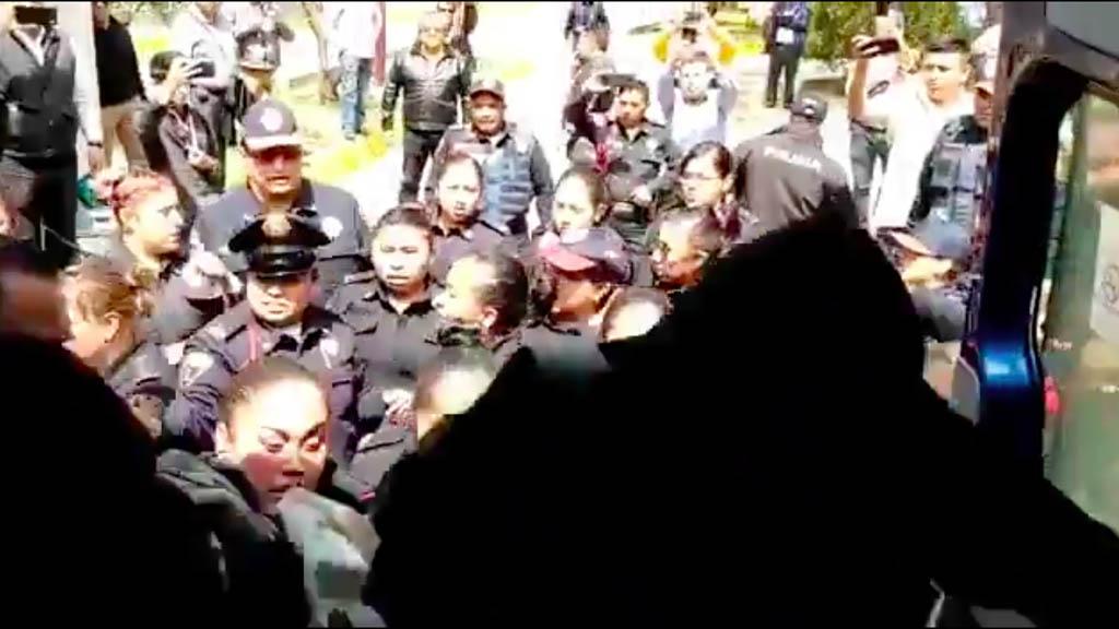 Detienen a 18 encapuchados por dañar instalaciones del IPN en Zacatenco - Policías detienen IPN estudiantes encapuchados