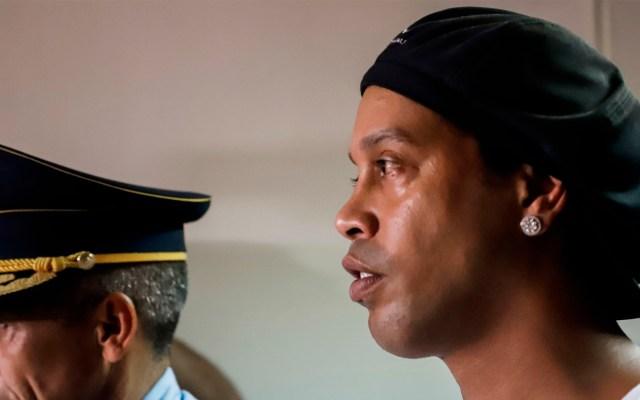 Ronaldinho comparece ante juzgado tras primera noche de cárcel en Paraguay - Ronaldinho comparece ante juzgado tras primera noche de cárcel en Paraguay