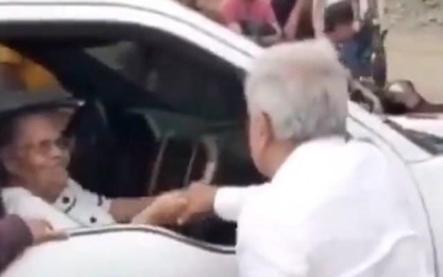 """AMLO responde: """"Calderón se enojó ayer"""". Volvería a saludar a la mamá del 'Chapo' - Saludo de AMLO a madre del 'Chapo'. Captura de pantalla"""