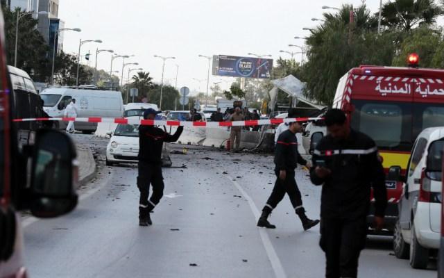 Cinco policías heridos en una explosión junto a la embajada de EE.UU. en Túnez - Foto de EFE