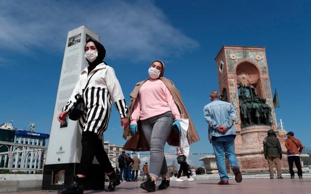 Ponen en cuarentena a más de 10 mil peregrinos que viajaron a La Meca - Foto de EFE