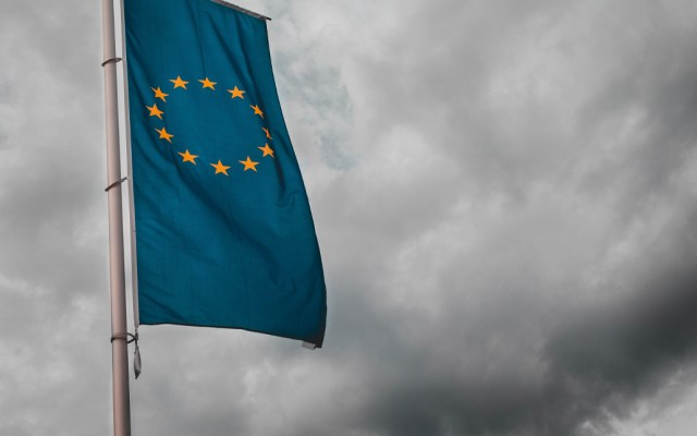 Primer caso de COVID-19 en una institución de la Unión Europea - La Agencia Europea de Defensa (EDA, por sus siglas en inglés) confirmó este miércoles que uno de sus empleados ha enfermado por coronavirus