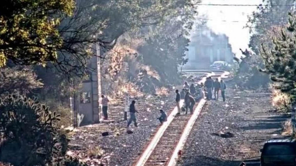 Aumentan los bloqueos ferroviarios en Michoacán - Vías ferroviarias Michoacán bloqueo normalistas