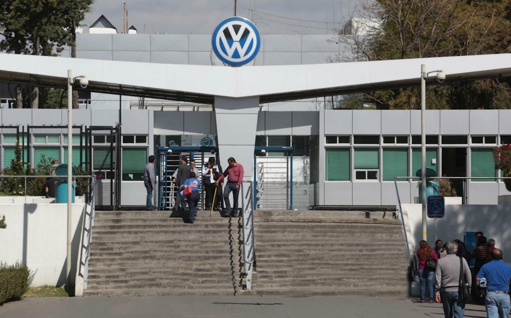 Un centenar de trabajadores de Volkswagen en Puebla dan positivo a COVID-19