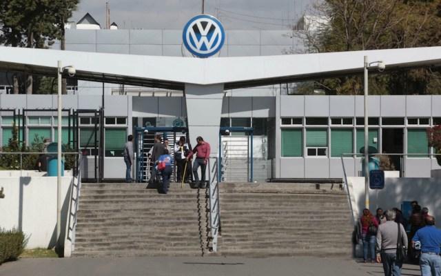 Un centenar de trabajadores de Volkswagen en Puebla dan positivo a COVID-19 - volkswagen