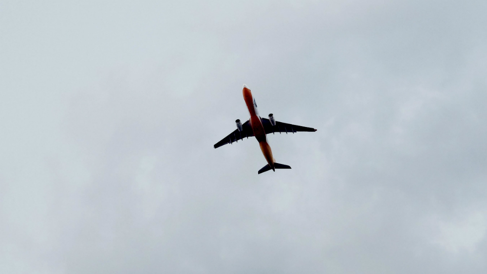 México prevé pérdidas de 782 millones de dólares por cese de vuelos de Canadá - Foto de KT para Unsplash