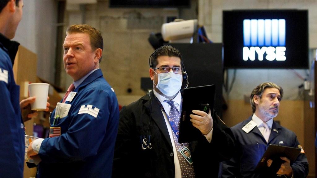 Wall Street cierra con ganancias tras ayudas a economía de EE.UU. por COVID-19 - Wall street covid-19 coronavirus