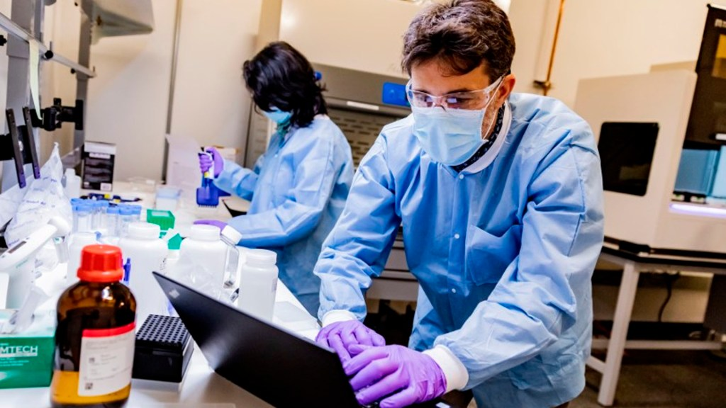 Amazon construirá laboratorio para detectar contagios de COVID-19 - Amazon laboratorio coronavirus COVID-19