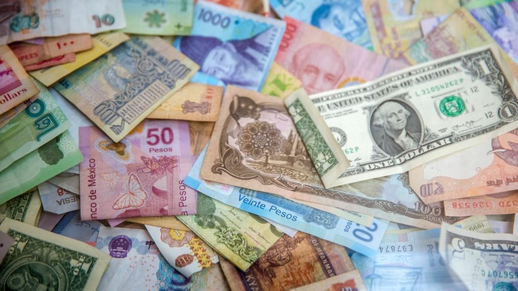 FMI rebaja las previsiones de crecimiento mundial a 5.9 por ciento en 2021 - Billetes de todo el mundo. Foto de Jason Leung / Unsplash