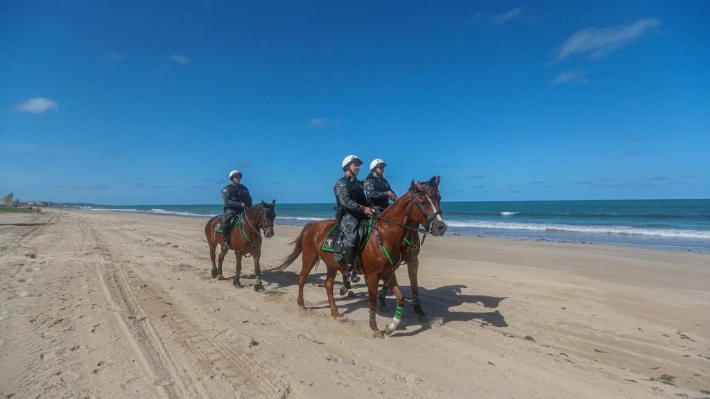 Cierra turística playa en Brasil por pandemia de COVID-19 - Brasil playa Recife turistas 2
