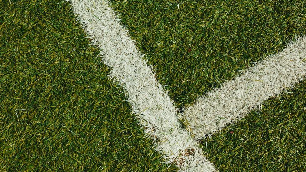Cambios a la Liga MX: eliminan gol de visitante y reducen extranjeros - Cancha de futbol. Foto de Dan Gold / Unsplash