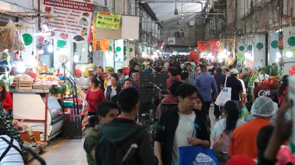 Central de Abasto trabaja de manera regular pese a COVID-19; caen 10 % ventas al mayoreo - La Central de Abasto de Ciudad de México trabaja sin descanso y con dispares precauciones sanitarias ante pandemia COVID-19