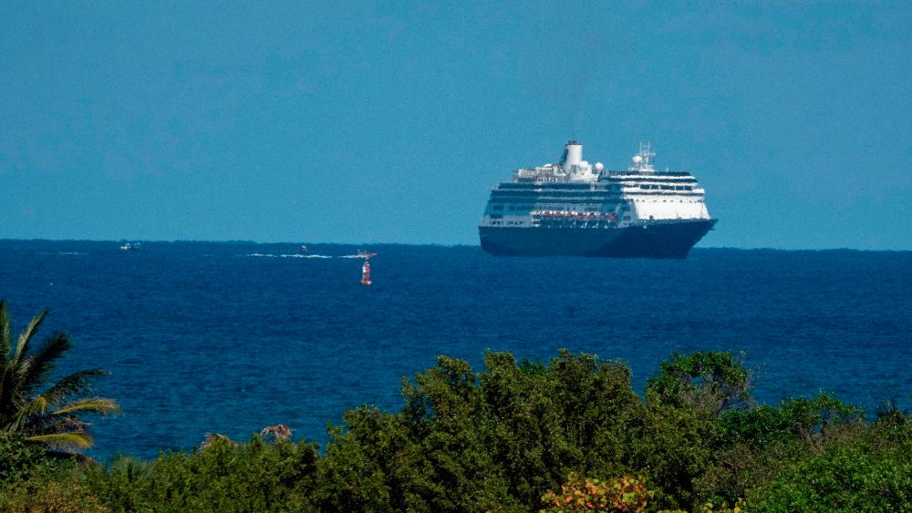 Atrapados, tripulantes de cruceros viven su propio calvario en el mar por COVID-19 - Foto de EFE