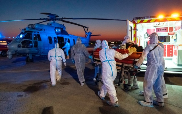 Suman 884 muertos por COVID-19 en residencias de adultos mayores en Francia - Foto de EFE