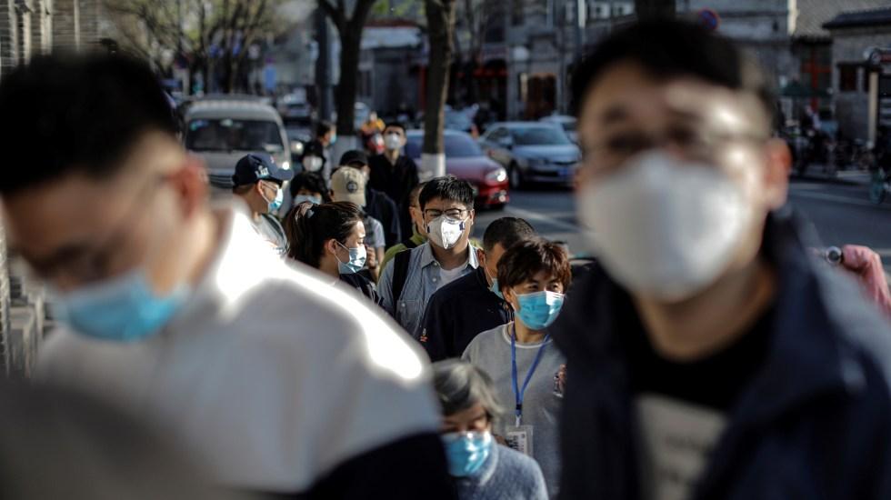 Beijing suma los 3 únicos nuevos casos de COVID-19 en China - Habitantes de China con cubrebocas por coronavirus. Foto de EFE