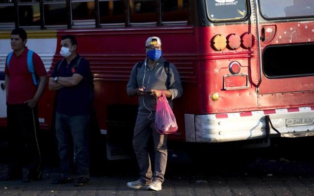 Nicaragua tiene la cifra más baja de casos de COVID-19, ¿por qué? - Habitantes de Nicaragua con cubrebocas para evitar el COVID-19. Foto de EFE