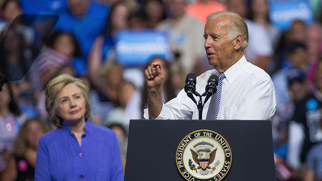 Hillary Clinton apoyará a Joe Biden rumbo a la Presidencia de EE.UU. - Hillary Clinton con Joe Biden. Foto de Michael Davidson