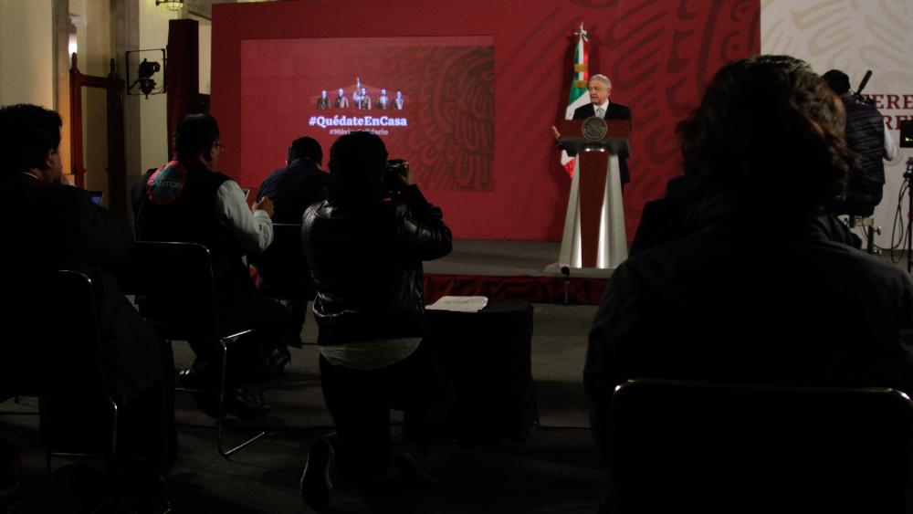 Afirma AMLO que seguirán 'mañaneras'; deja a reporteros decidir si hacerlas virtuales ante COVID-19 - Lopez Obrador AMLO conferencia