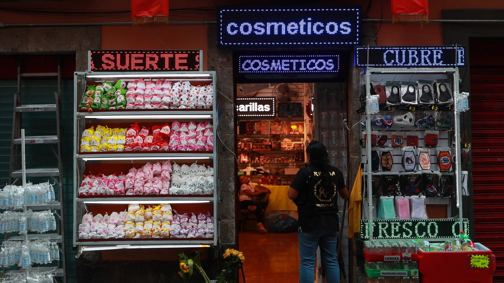Autoridades podrían clausurar empresas que se negaron a cerrar por pandemia - Calles y negocios del Barrio Chino en la Ciudad de México lucen vacíos o con muy poca gente, durante la contingencia de la pandemia por COVID-19. Foto de Notimex